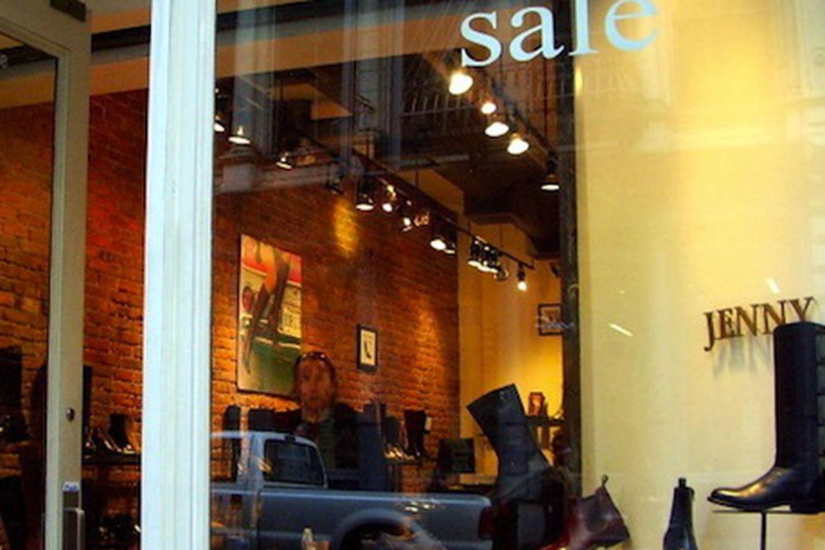 "Jenny B via <a href=""http://sohowindows.blogspot.com/2009/02/spring-st-south-side-between-greene-st.html"">Soho Windows</a>"