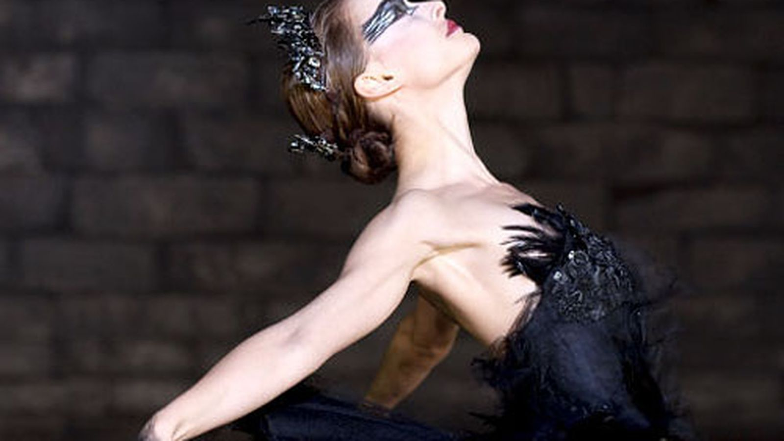 movie essay on black swan Black swan psychology review essay borderline personality disorder the black swan is a psycho thriller film that narrates the demise of a young talented twenty-some year old ballerina named nina sayers.