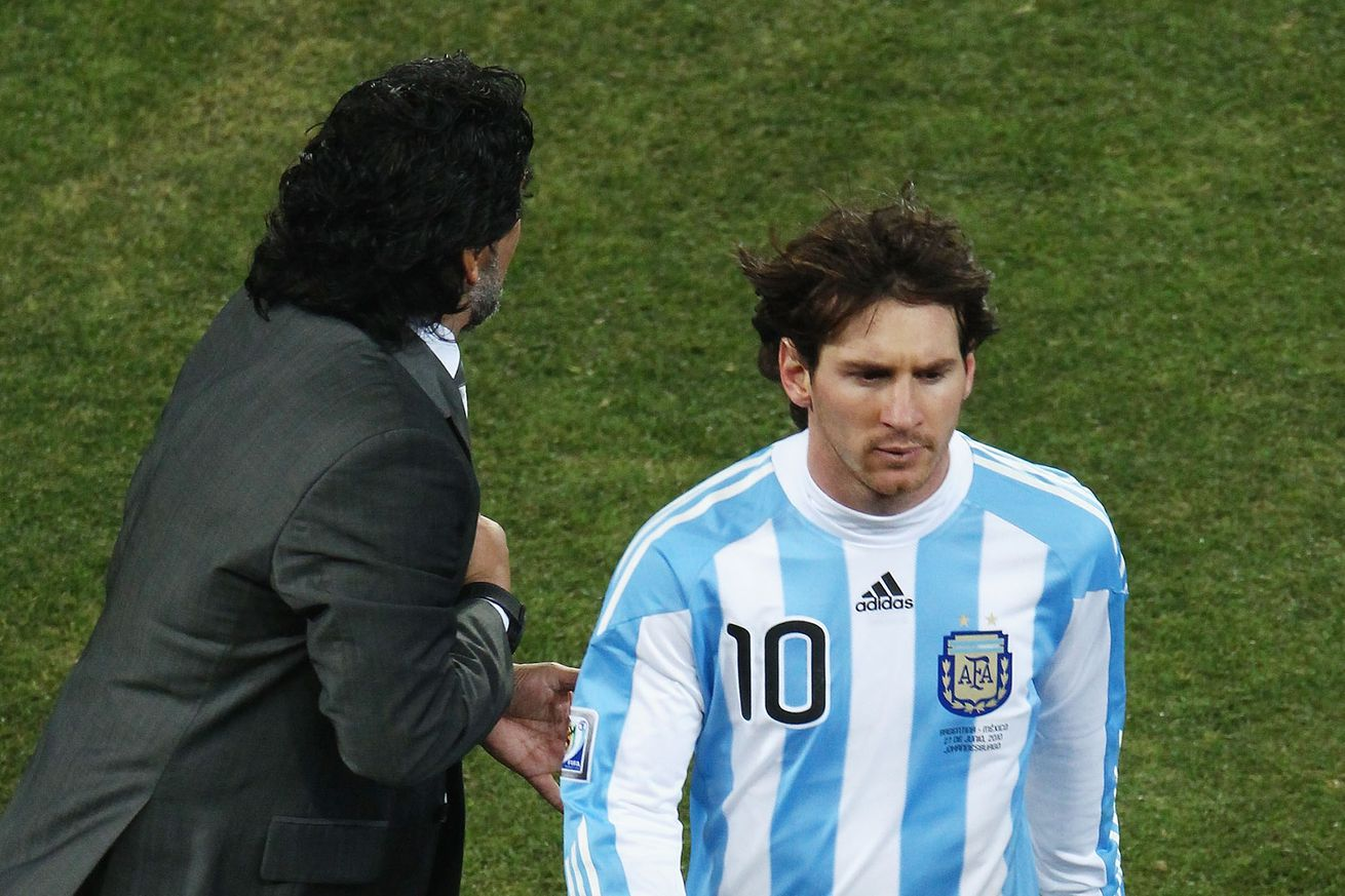 Messi is no leader because ?he goes to the toilet 20 times before a game? - Maradona