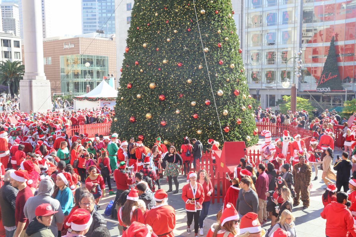 Hundreds of people in Santa suits in Union Square.