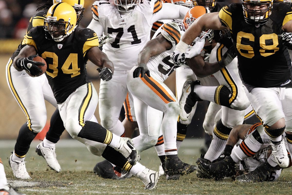 PITTSBURGH, PA - DECEMBER 08:  Rashard Mendenhall #34 of the Pittsburgh Steelers runs with the ball against the Cleveland Browns during the game on December 8, 2011 at Heinz Field in Pittsburgh, Pennsylvania.  (Photo by Jared Wickerham/Getty Images)