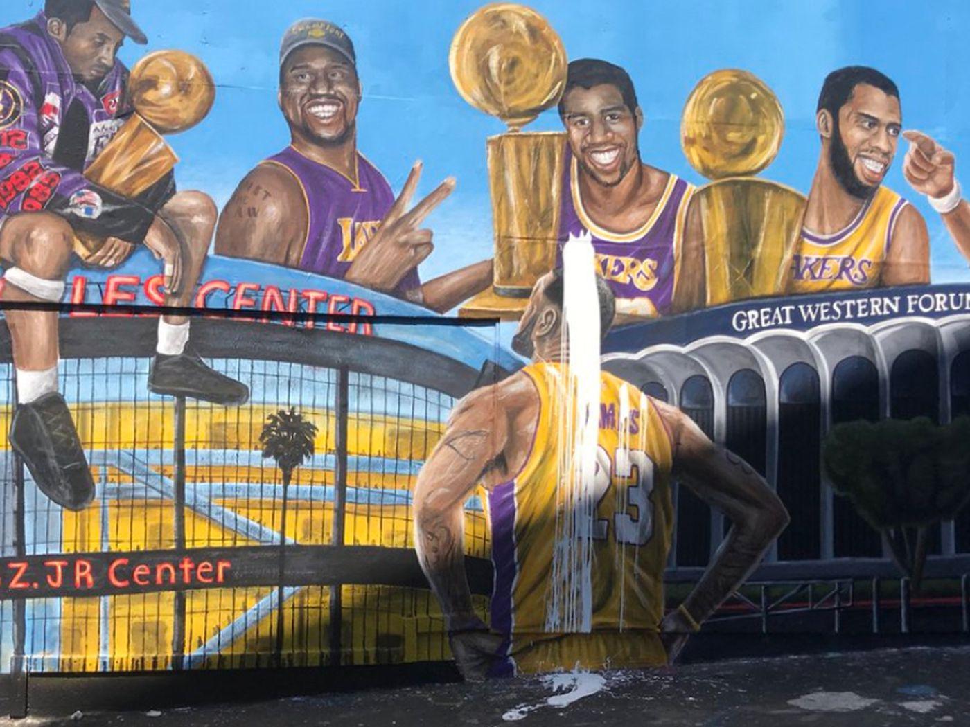 Lebron James Lakers Murals Keep Getting Vandalized In L A Sbnation Com