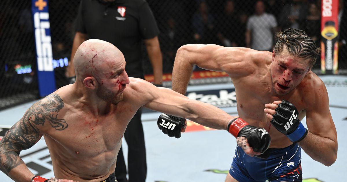 Alexander Volkanovski retains title in bloody battle against Brian Ortega in UFC 266 main event