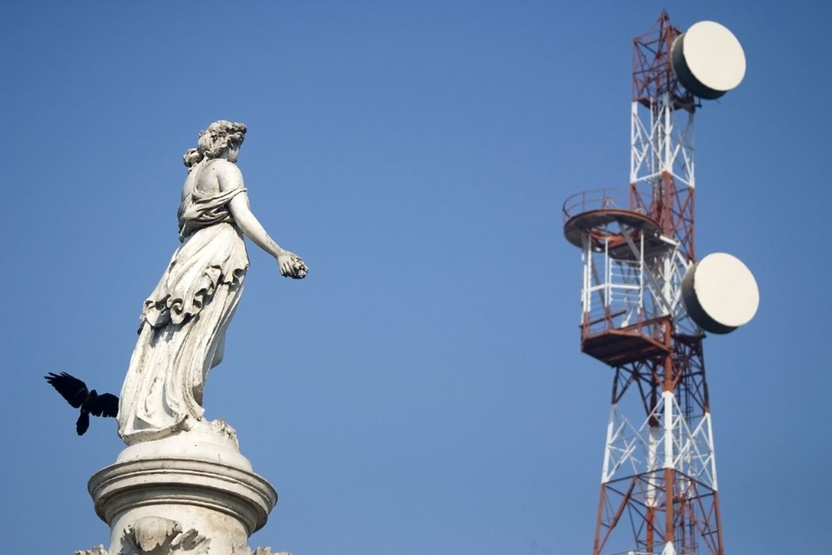 India Wireless Tower (SHUTTERSTOCK)