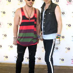 2010: With his brother—who also likes tank tops!—at Radio 1's Big Weekend in Wales.