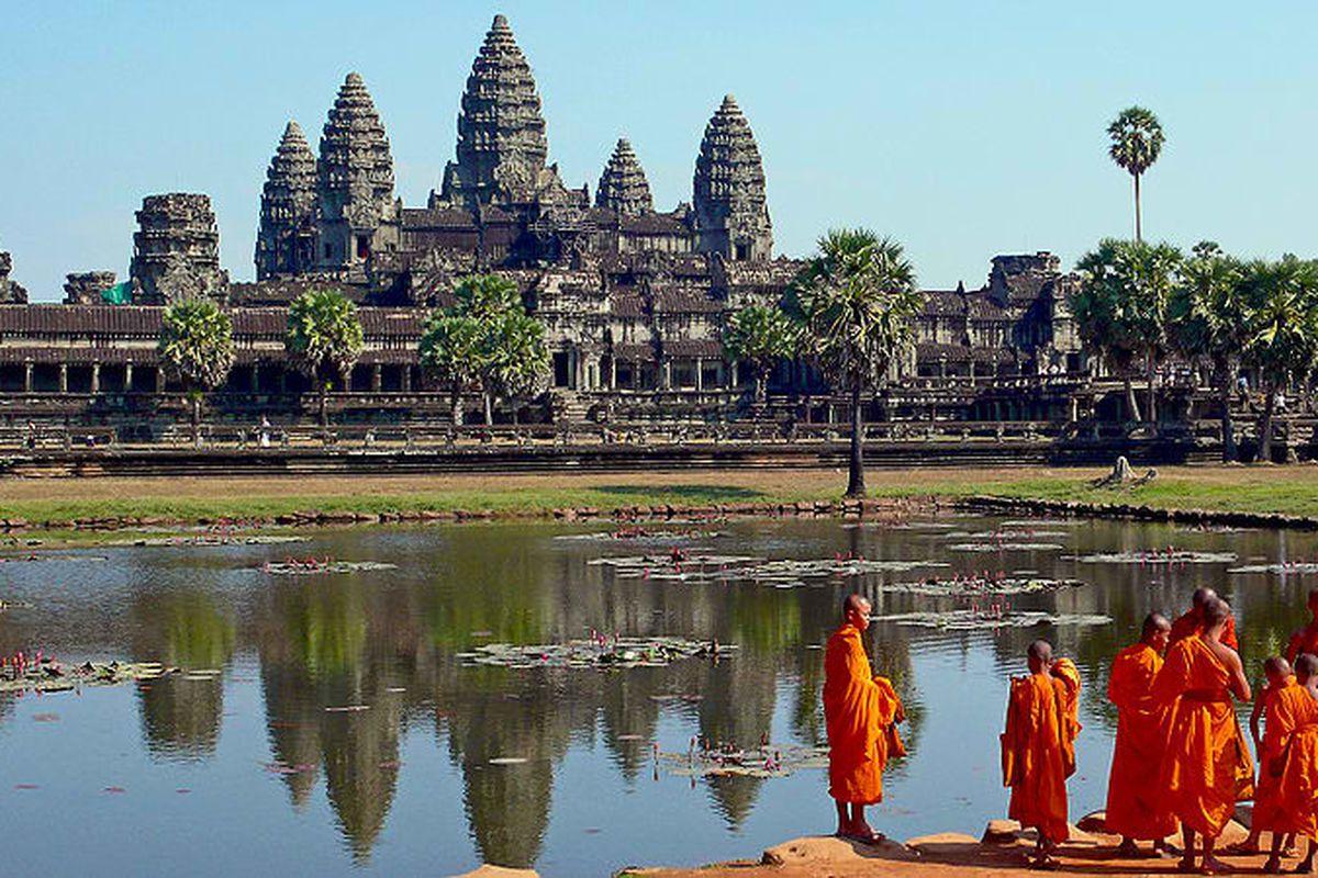 angkor wat (wikimedia)