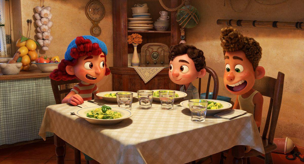 Julia, Luka, Alberto eating pasta