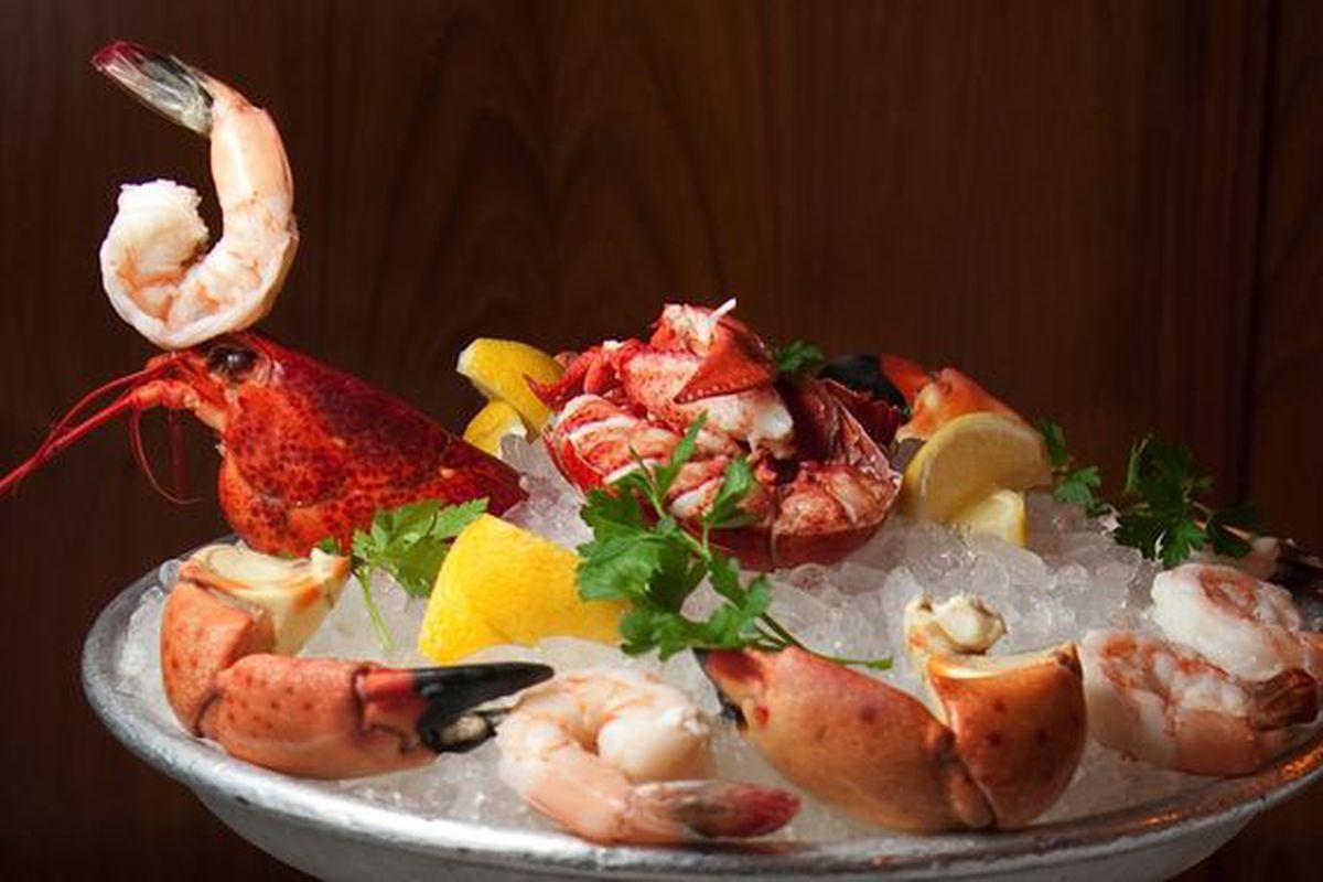 Seafood rawbar offerings.