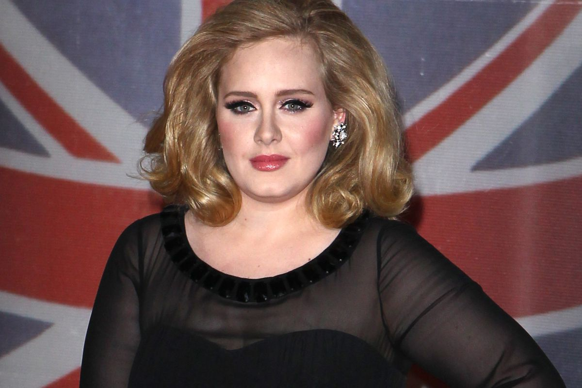 Adele poses at the 2014 Brit Awards