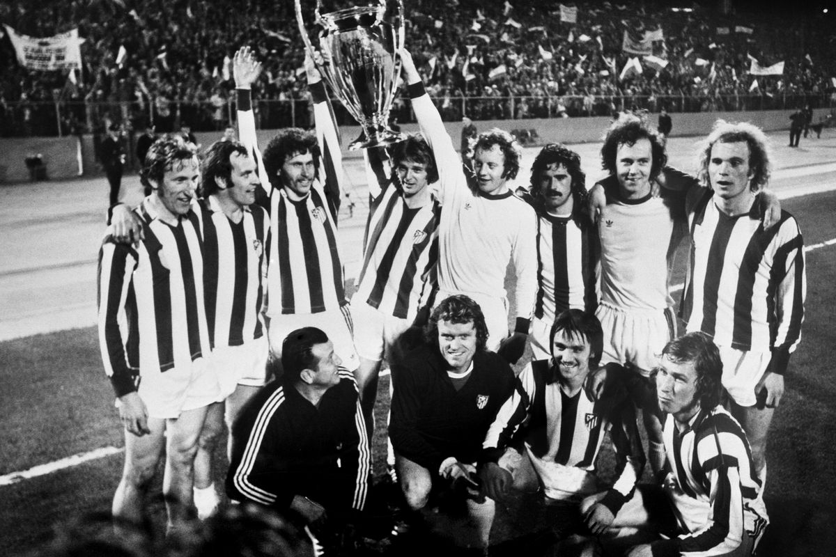 Bayern Munich celebrates with the European Cup at the end of the game, 1974.