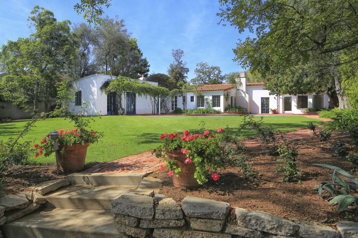 Marilyn Monroes House Marilyn Monroe's Brentwood House Is For Sale For $6.9M  Curbed La