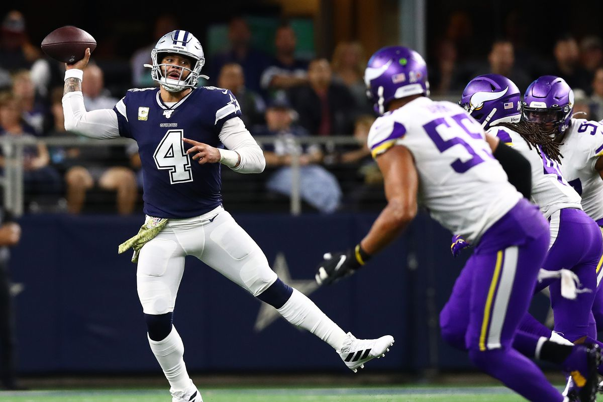 Dallas Cowboys quarterback Dak Prescott on a roll out in the second quarter against the Minnesota Vikings at AT&T Stadium.