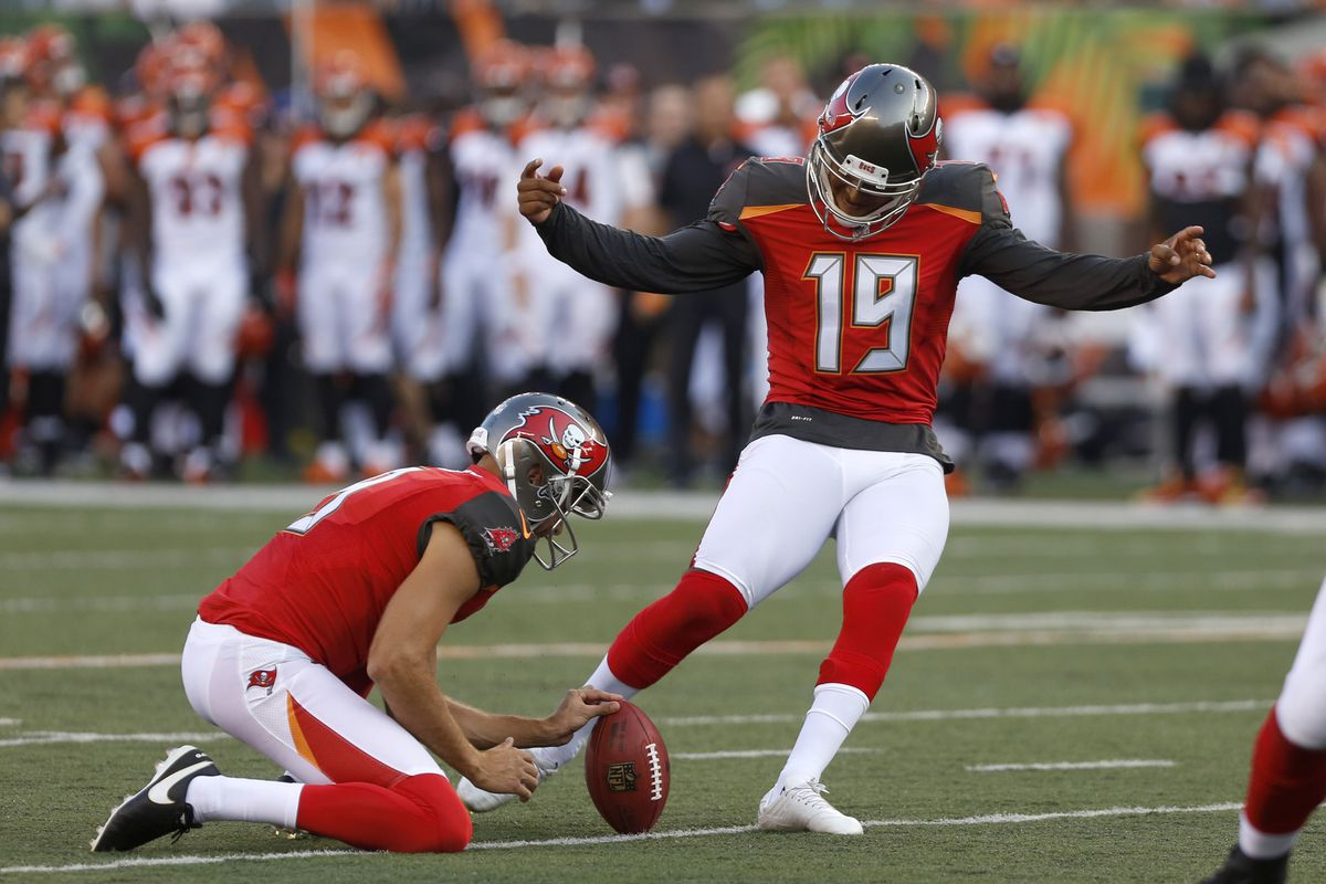 Buccaneers cut Roberto Aguayo one year after trading up to draft kicker