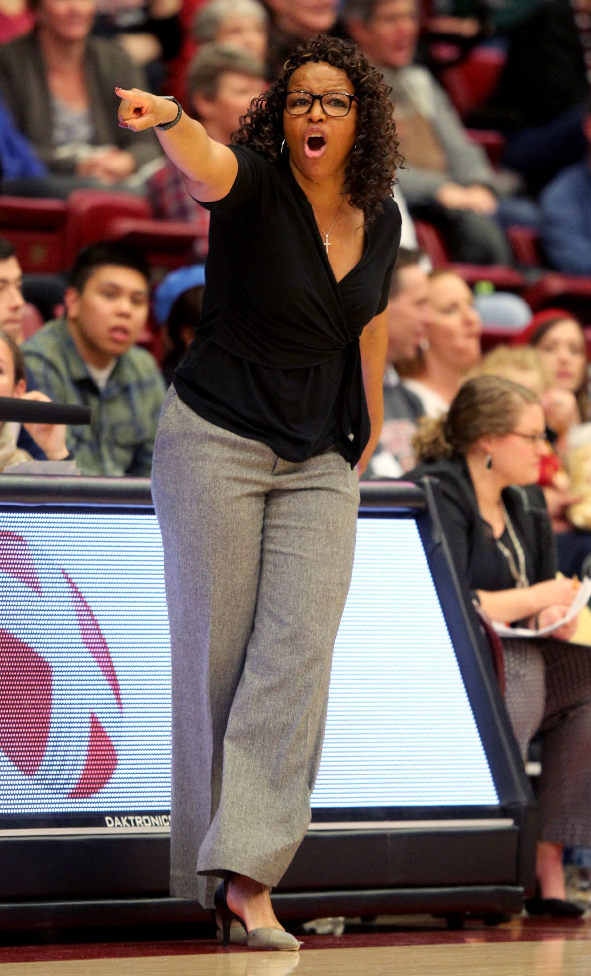 USC head coach Cynthia Cooper-Dyke communicates with her players in the third period of their game against Stanford at Maples Pavilion in Stanford, Calif., on Friday, Feb. 3, 2017. (Anda Chu/Bay Area News Group)