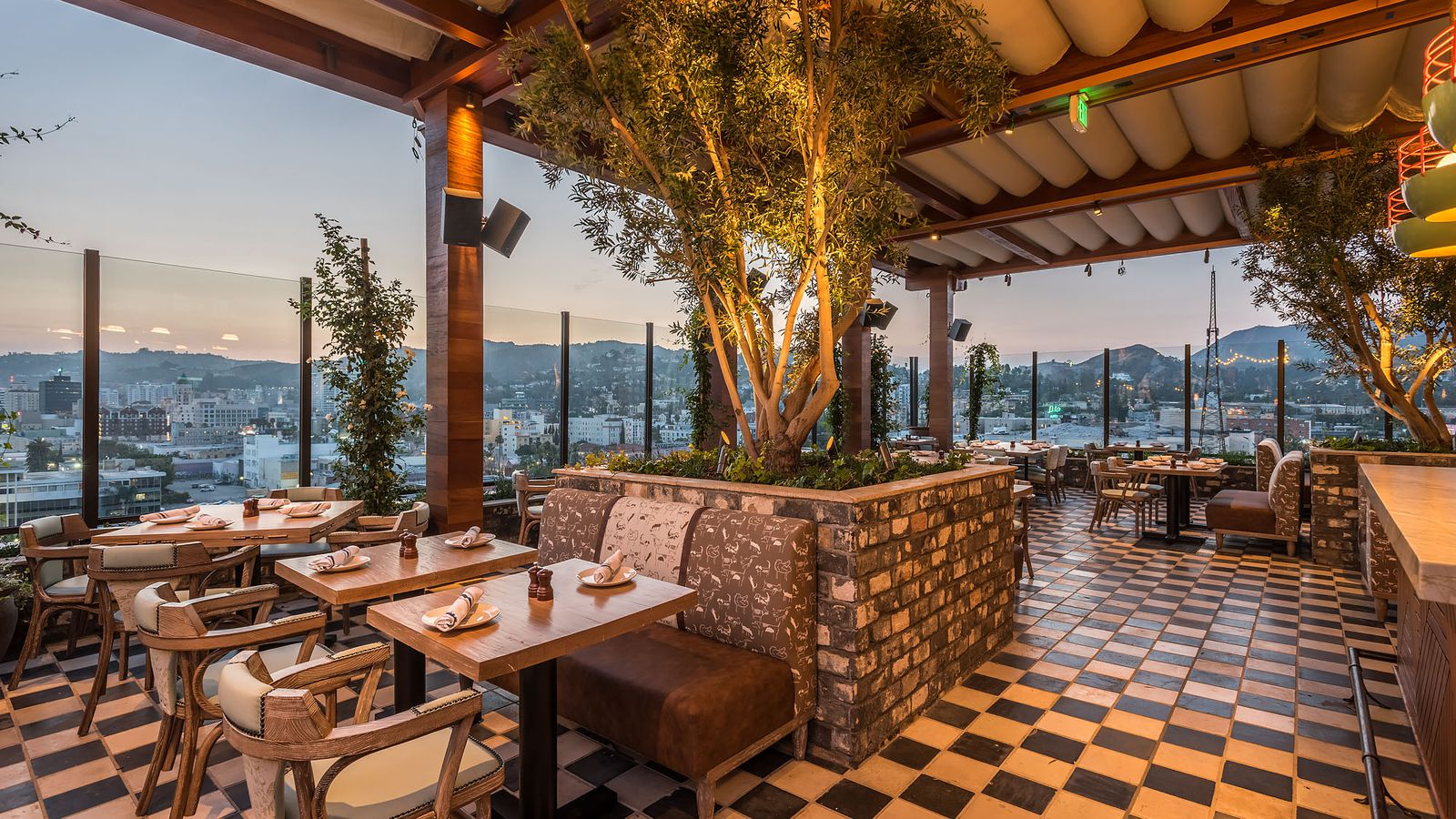 The highlight room is hollywood s new rooftop party for Dream roof