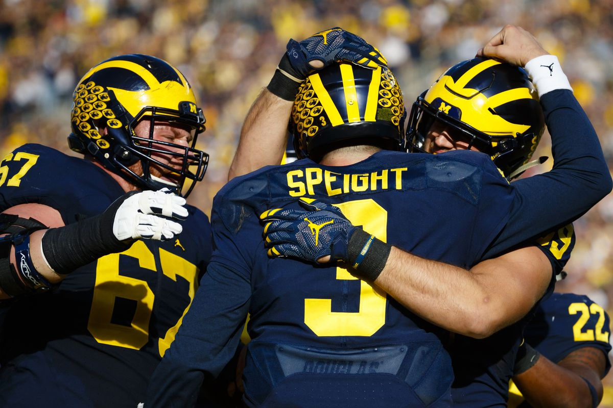 How To Watch Iowa Hawkeyes Vs Michigan Wolverines Game Time Tv