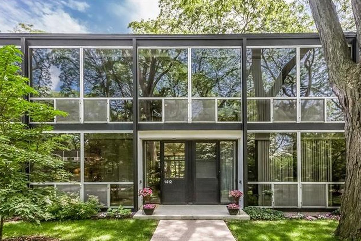 Bedrooms And More Seattle Mies Van Der Rohe Townhouse In Lafayette Park Asks 365k