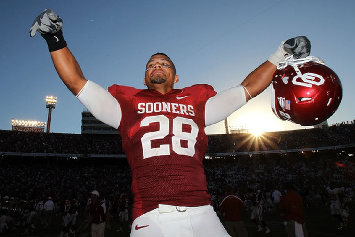 DALLAS - OCTOBER 02:  Linebacker Travis Lewis #28 of the Oklahoma Sooners celebrates a 28-20 win against the Texas Longhorns at the Cotton Bowl on October 2 2010 in Dallas Texas.  (Photo by Ronald Martinez/Getty Images)