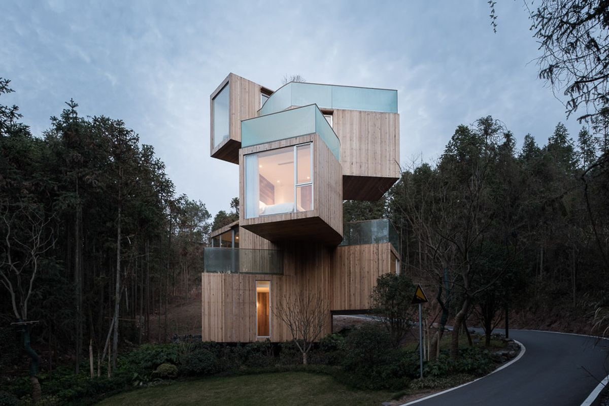 Modern Treehouse Spins Out For 360 Degree Mountain Views