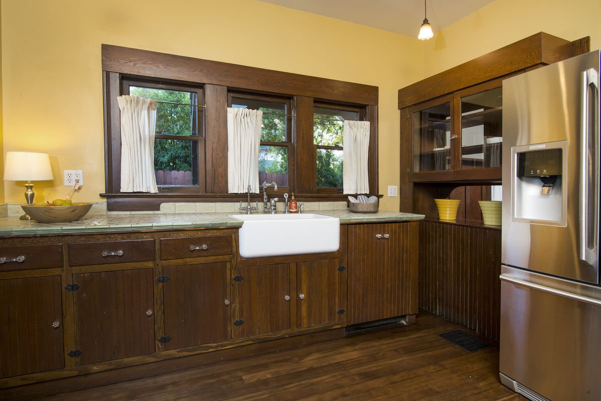 Award Winning 1905 Craftsman Asking Just Under 1m In Pasadena Kitchen New Home Electrical Wiring The Houses Four Bathrooms Have Also Been Remodeledsome Rather Eccentricly Among More Curious Additions Worlds Highest Toilet Tank And A Kooky