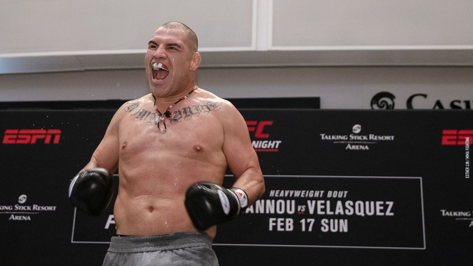 UFC Phoenix open workout video: Cain Velasquez is FIRED UP and pounding pads