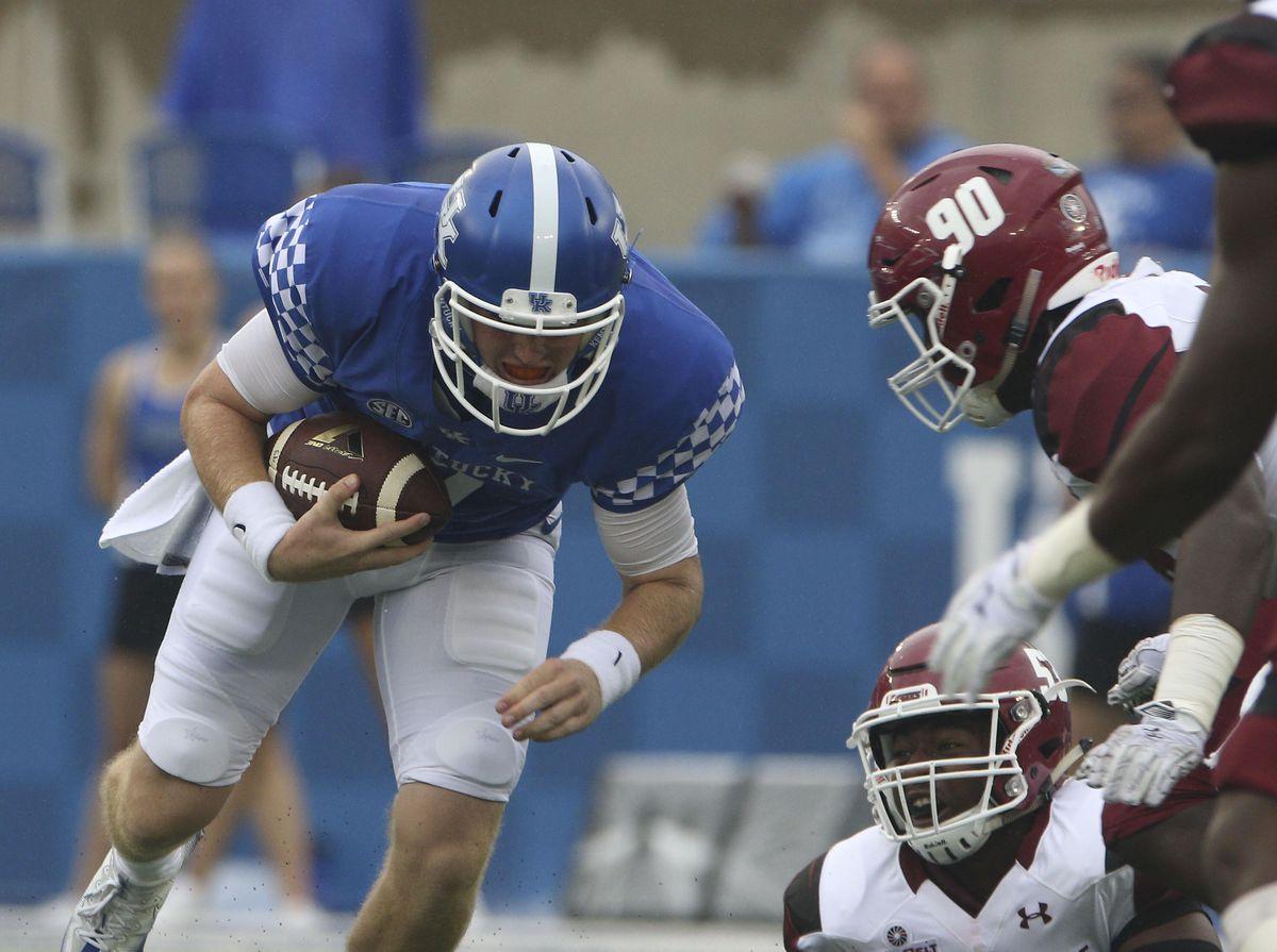 NCAA Football: New Mexico State at Kentucky
