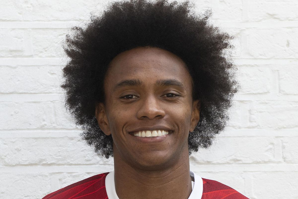 Arsenal Unveil New Signing Willian