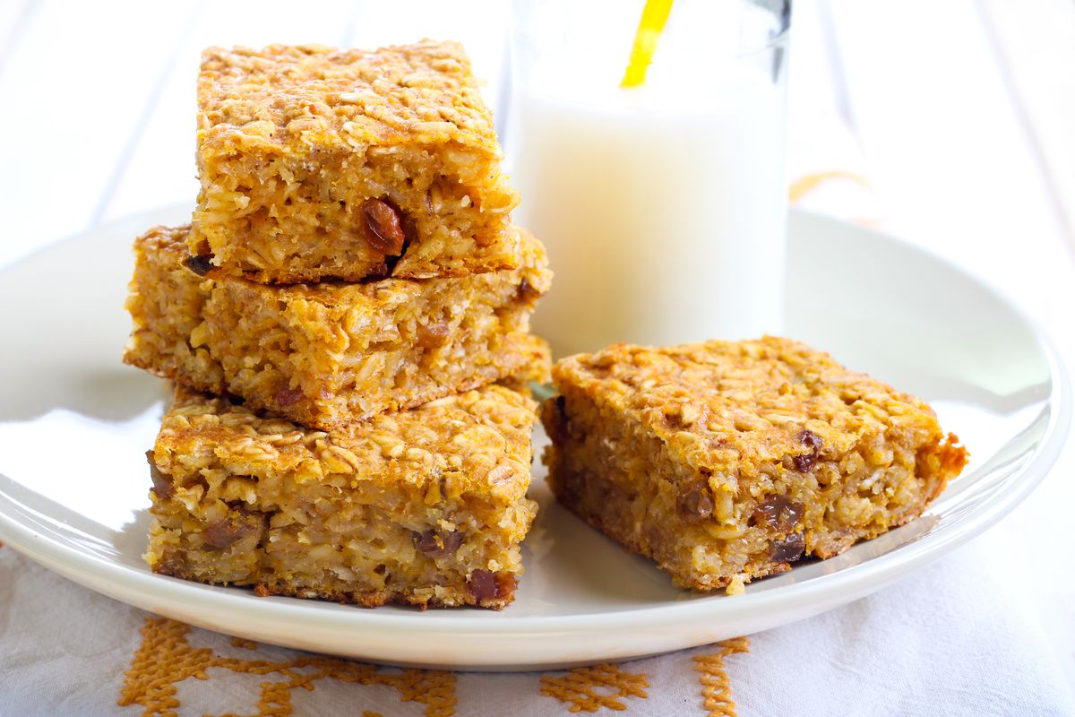 Flapjack oat bars with milk