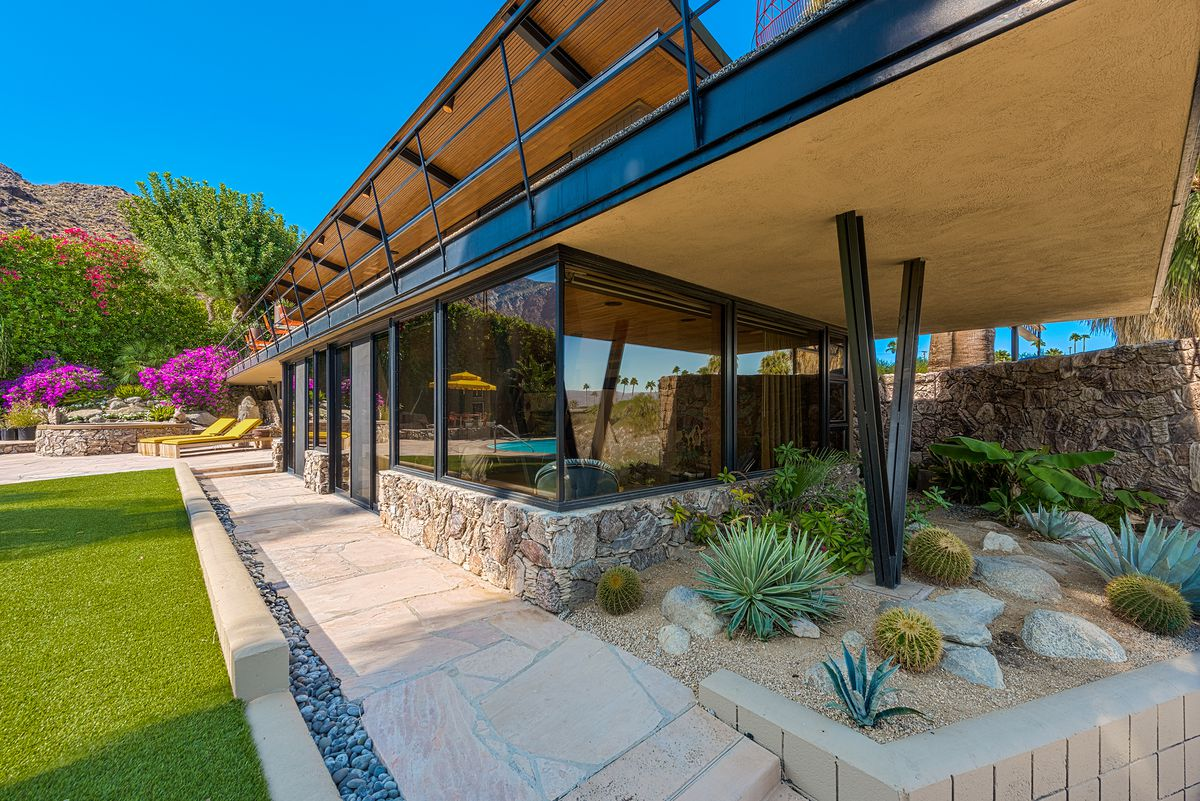 Incredible Palm Springs midcentury home with dramatic ...