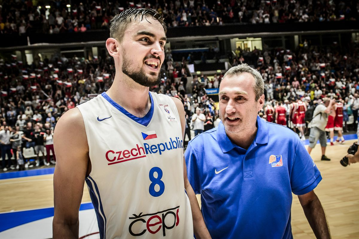 The unlikely thread in Satoransky and Randle's paths to the NBA