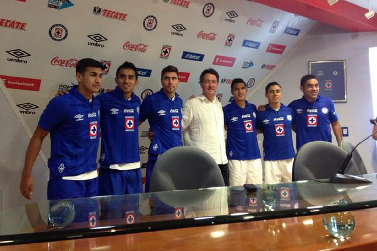 Jose Villarreal officially unveiled by Cruz Azul, on a loan to buy deal