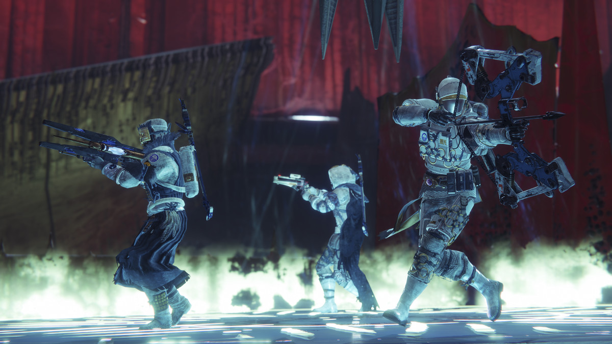 Destiny 2: Shadowkeep image of Guardians protecting a plate