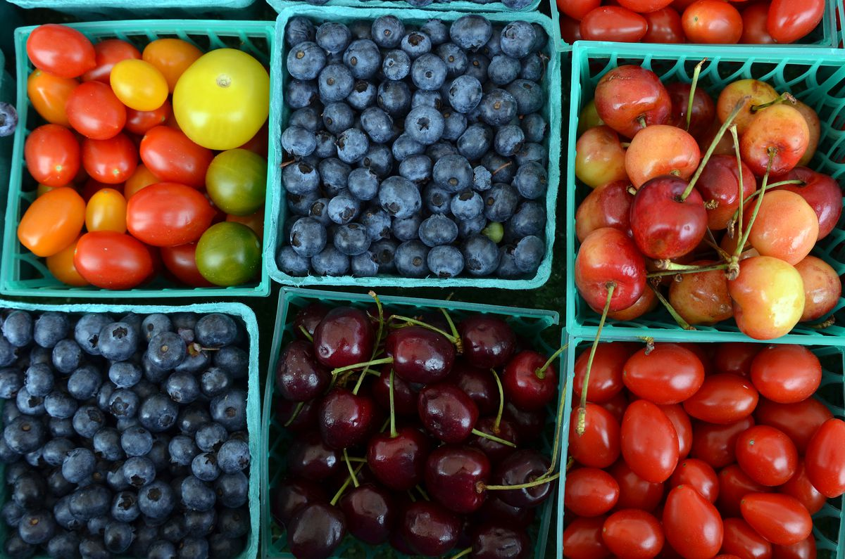 Fruit at the Glencoe Farmers Market.   File photo by Karie Angell Luc for Sun-Times