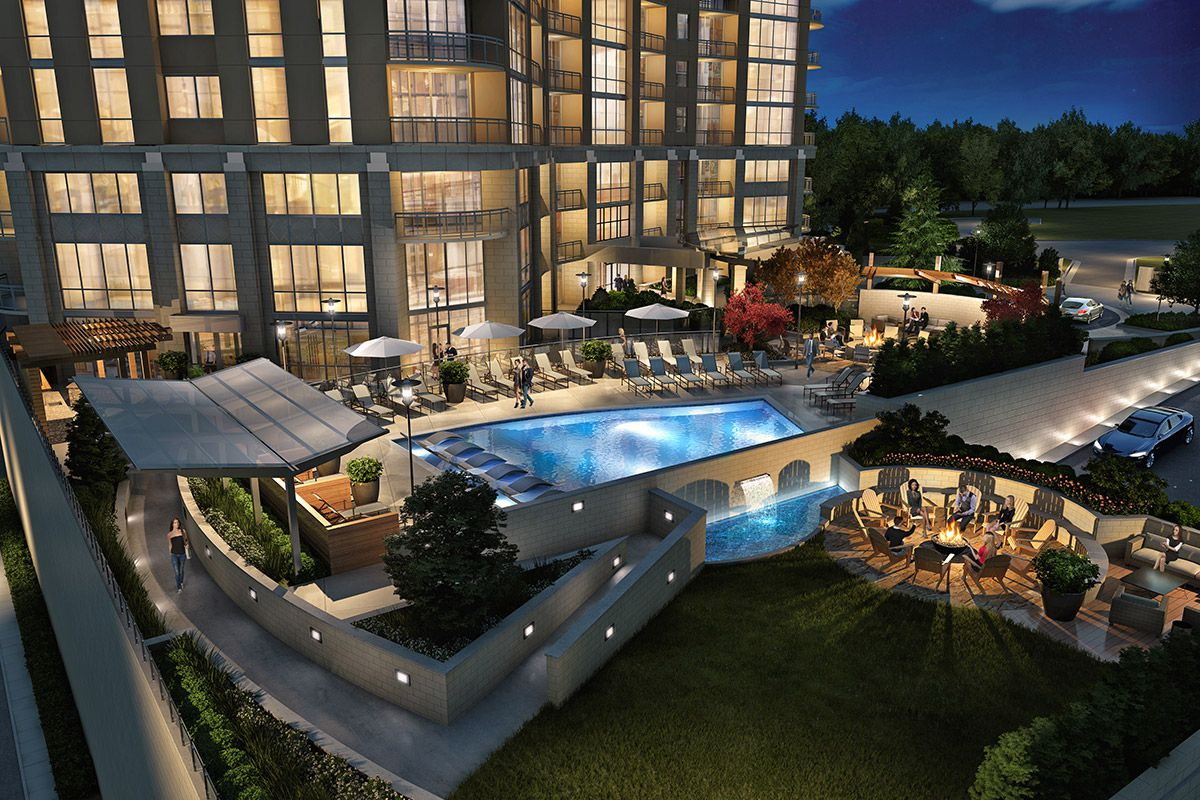 The pool and outdoor terrace at 1000 Park Avenue.
