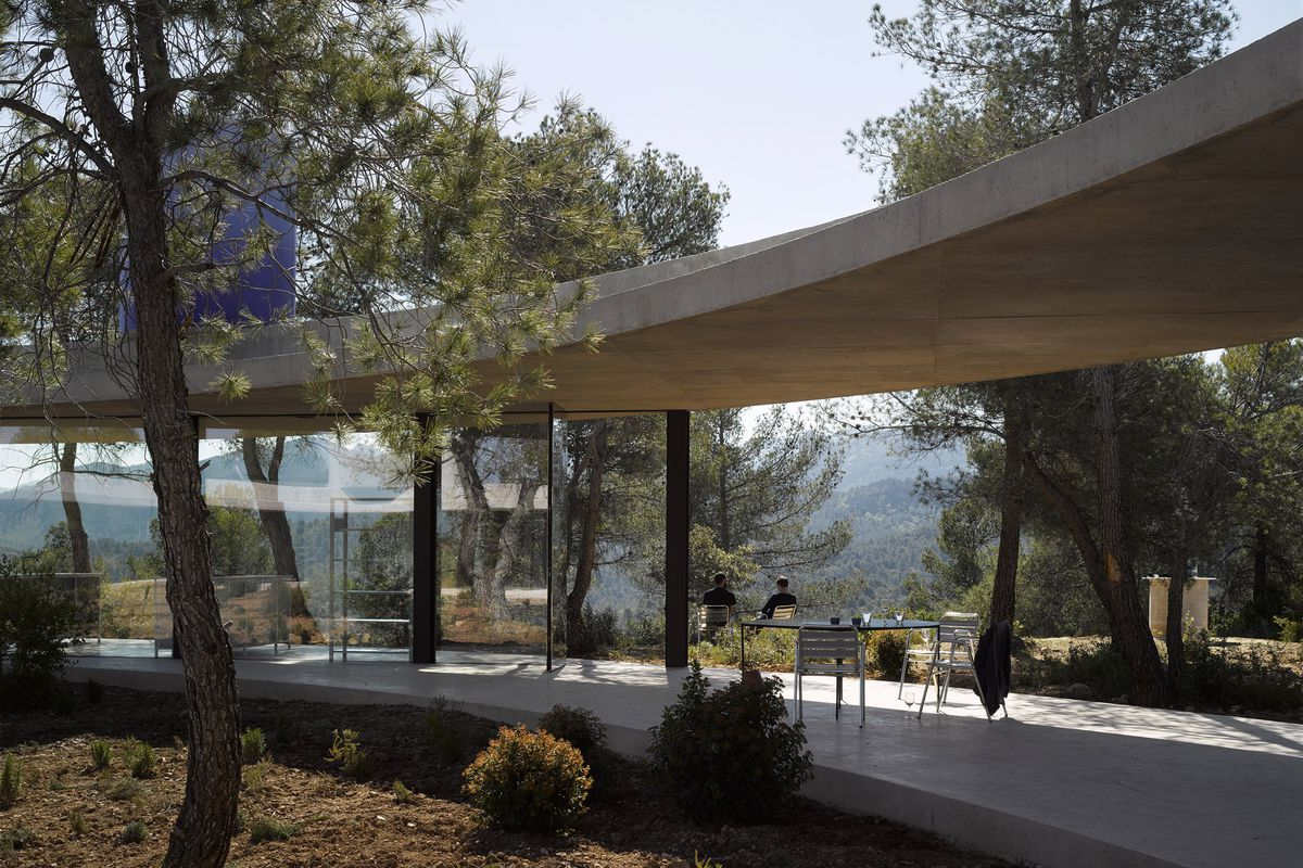 Off Grid Modern House Is A Ring Shaped Forest Escape Curbed