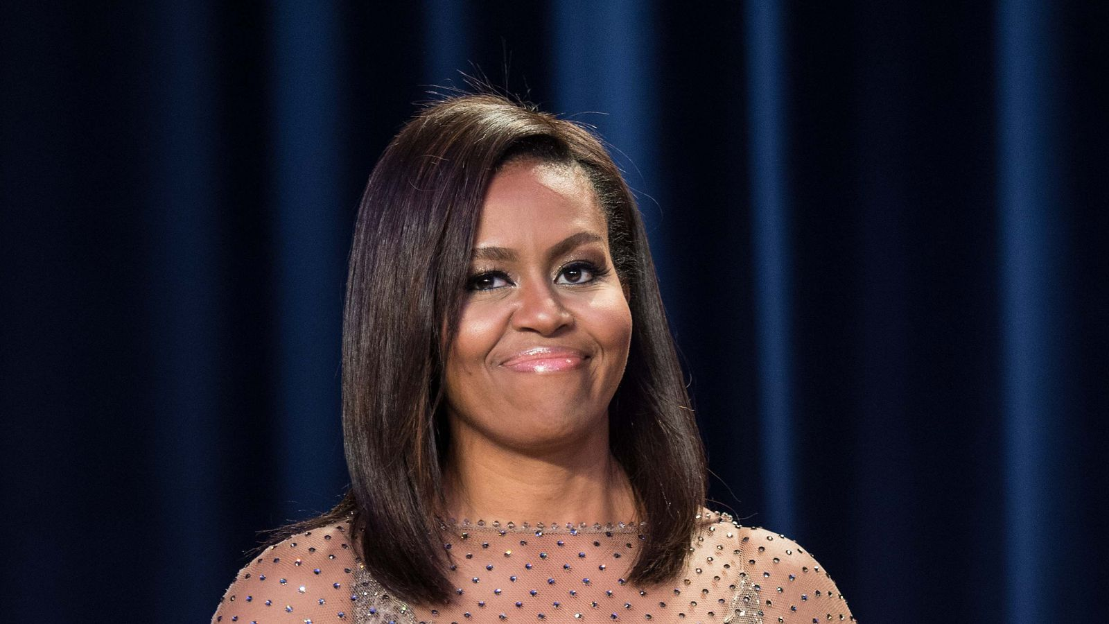 Michelle obama shut it down in givenchy at the white house for Haute shut me down