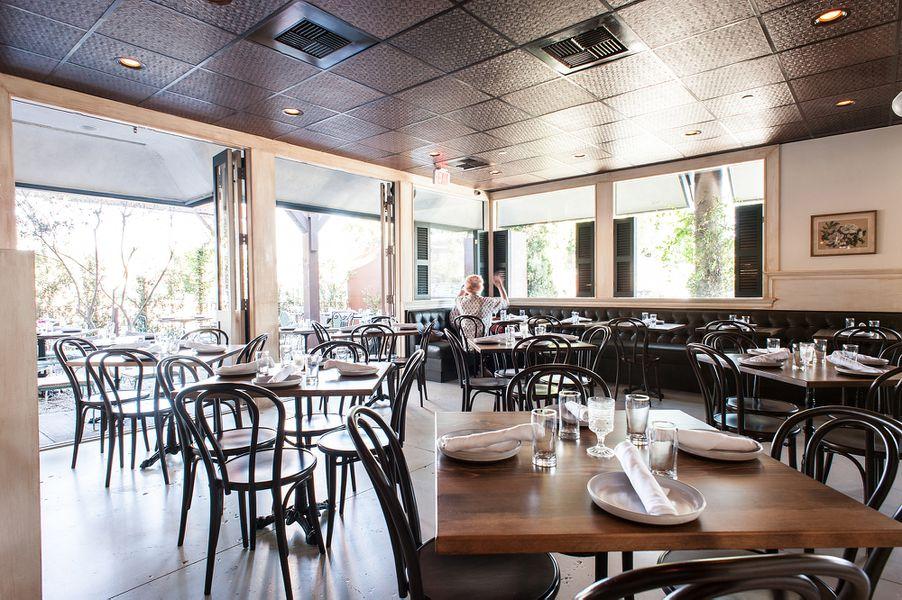 its a warm southern restaurant right along washington blvd