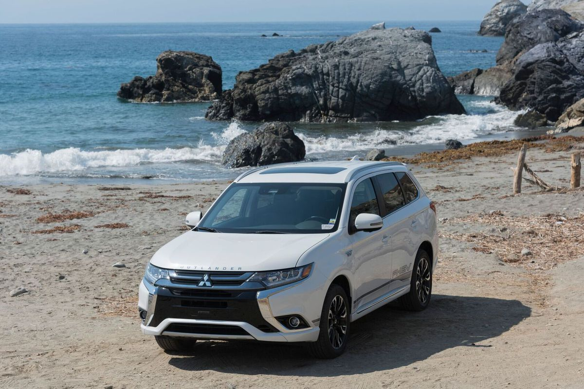 2018 Mitsubishi Outlander PHEV first drive: winner by default - The