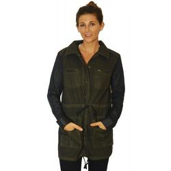"""<span class=""""credit""""><b>Dolce Vita</b> GI Coat at <b>Crush Boutique</b>, <a href=""""http://www.shopcrushboutique.com/apparel/jackets/dolce-vita-gi-coat-in-olive-and-black.html"""">$208</a></span><p>"""