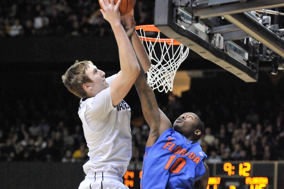 See Luke Kornet grow another 3 inches in person!