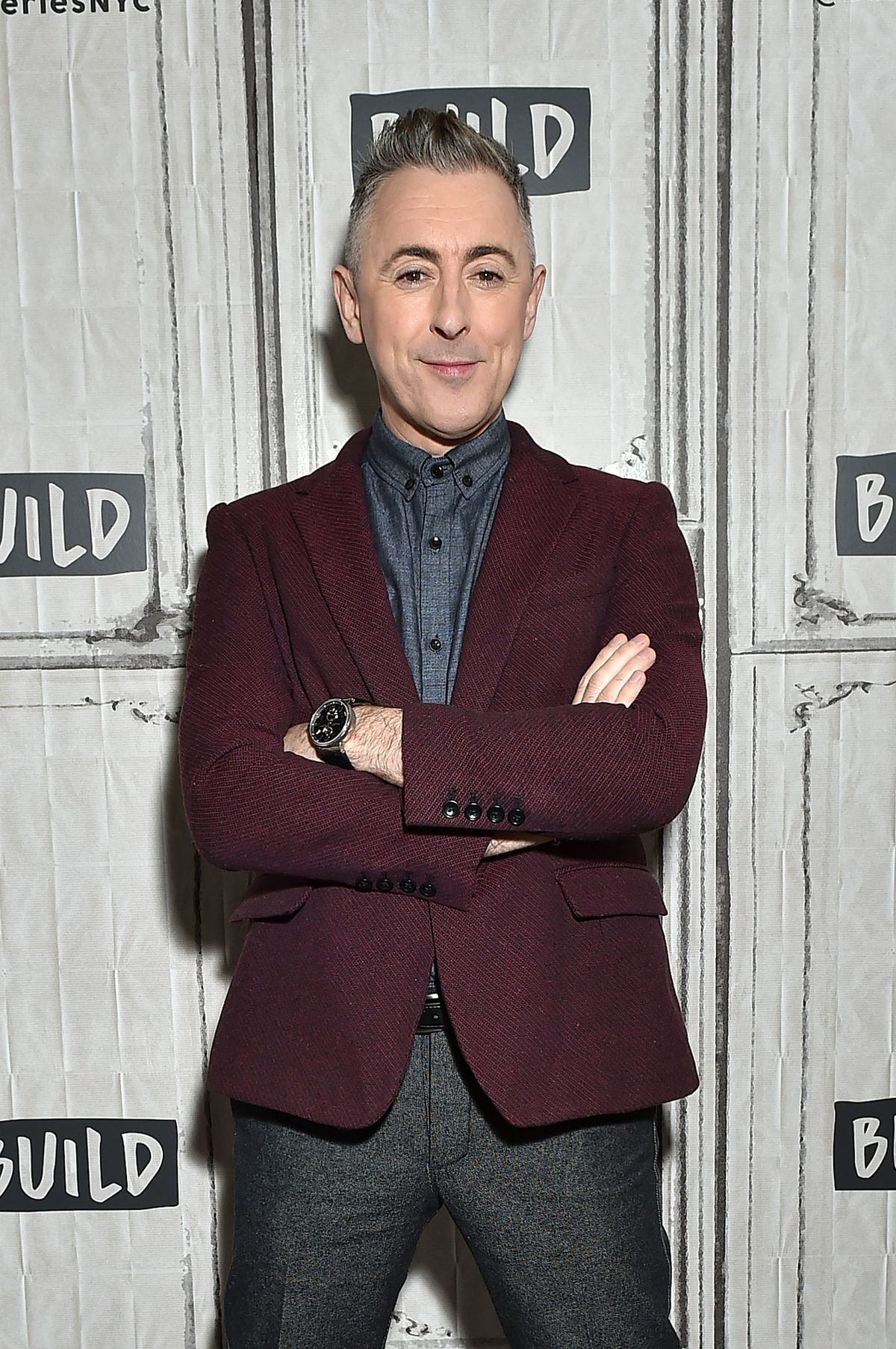 Alan Cumming poses for a photo at the Build Studio on March 14, 2018 in New York City. | Mike Coppola/Getty Images