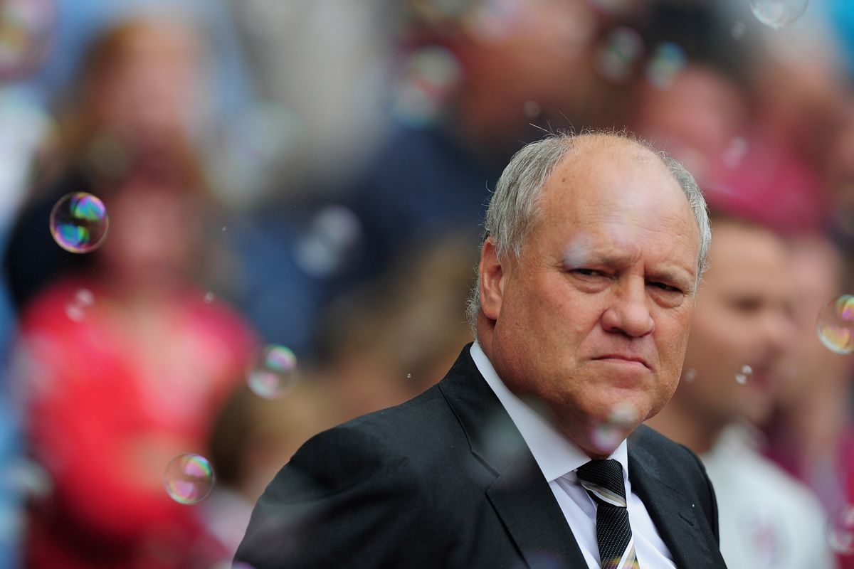 LONDON, ENGLAND - SEPTEMBER 01:  Martin Jol of Fulham looks on during the Barclays Premier League match between West Ham United and Fulham at the Boleyn Ground on September 1, 2012 in London, England.  (Photo by Jamie McDonald/Getty Images)