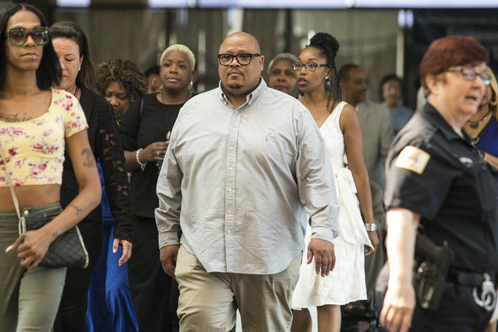 Nathaniel Anthony Pendleton, father of shooting victim Hadiya Pendleton, walks into the Leighton Criminal Courthouse, Tuesday, Aug. 14, 2018. | Ashlee Rezin| Chicago Sun-Times
