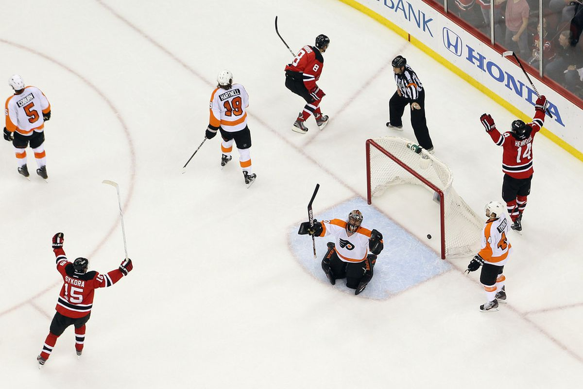 The last time the Philadelphia Flyers came to Newark, it ended pretty well.