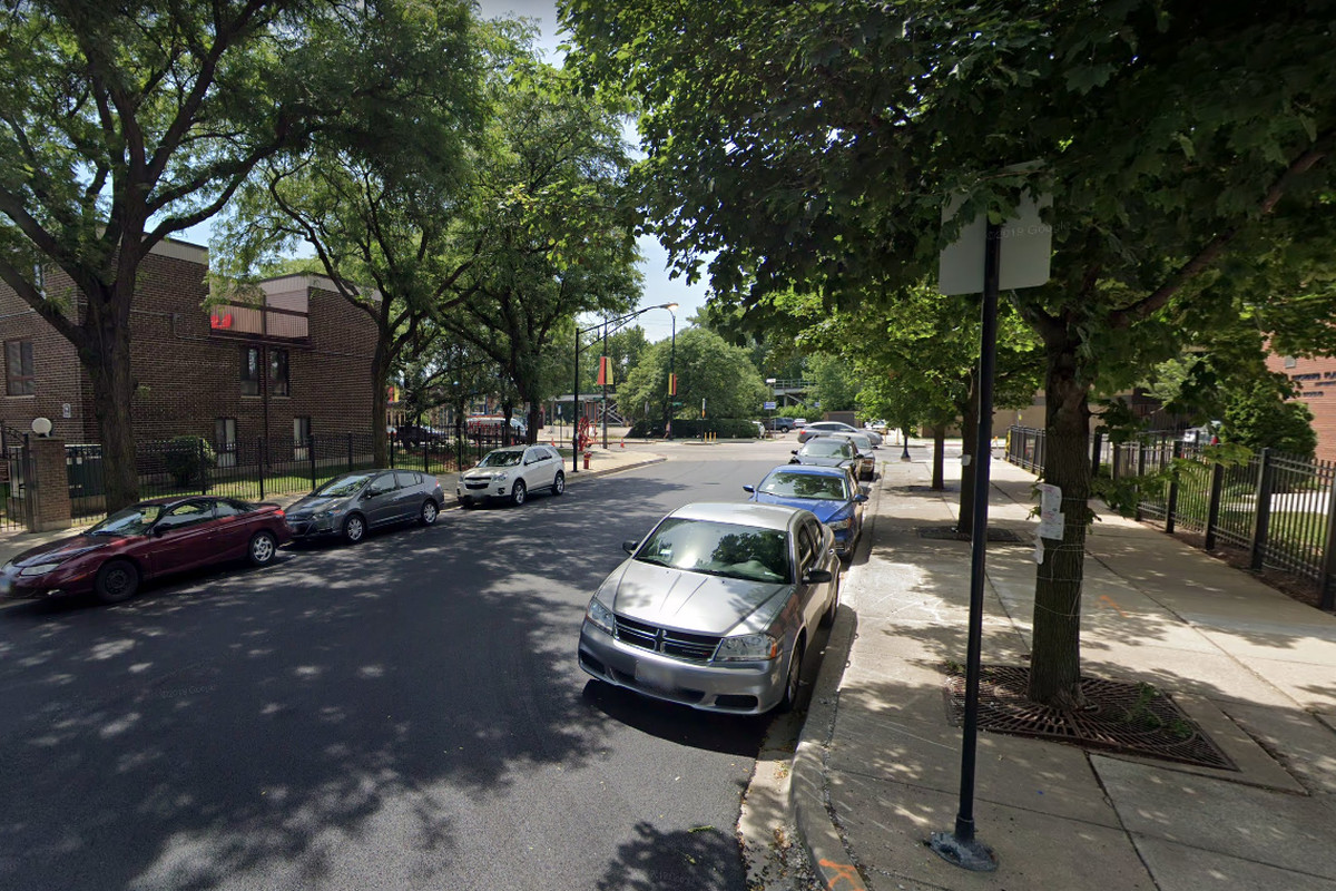 A man is wanted by police for allegedly trying to lure a girl in Lincoln Park
