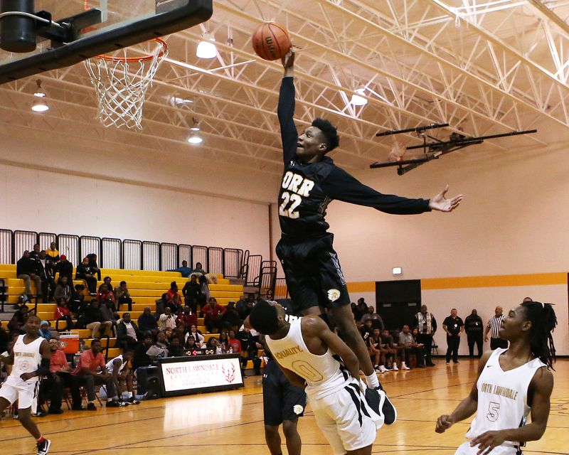 Tujautae Williams takes the ball to the basket in 2018.