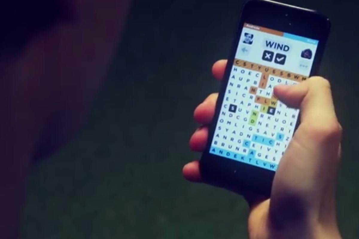 Wordbase Aller Robocat mobile game