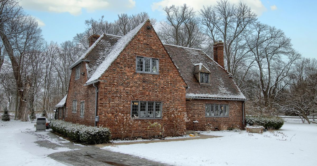 Cotswold cottage in Grosse Pointe, formerly part of Ford estate, lists for $689K