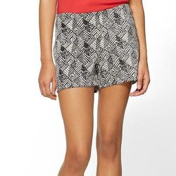"""Tinley Road Black and White Jaquard Shorts at Piperlime, <a href=""""http://piperlime.gap.com/browse/product.do?cid=82347&vid=1&pid=655960002"""">$39.99 (were $49.00)"""