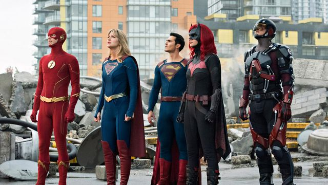 The Flash, Supergirl, Superman, Batwoman, and the Atom, in an Arrowverse crossover.